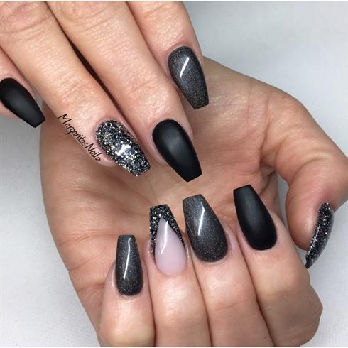 Black beauty matte Edgy nail art