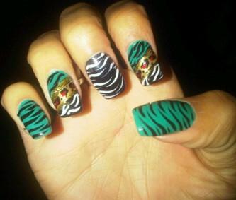 Catchy tiger Animal print nail art