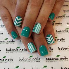 Cute green diff nail Chevron design nail art