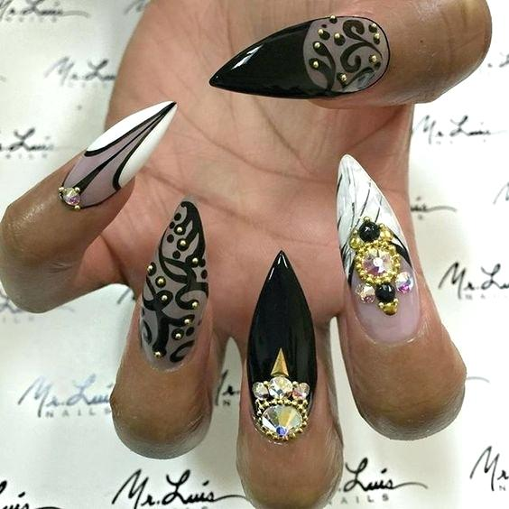 Elegant sharp black white print Stones nail art