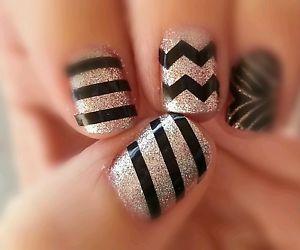 Elegant black Chevron design nail art