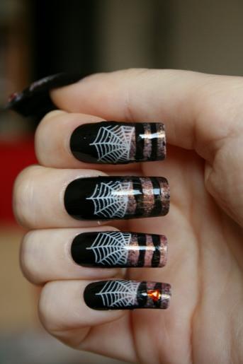 Famous black spider Animal print nail art