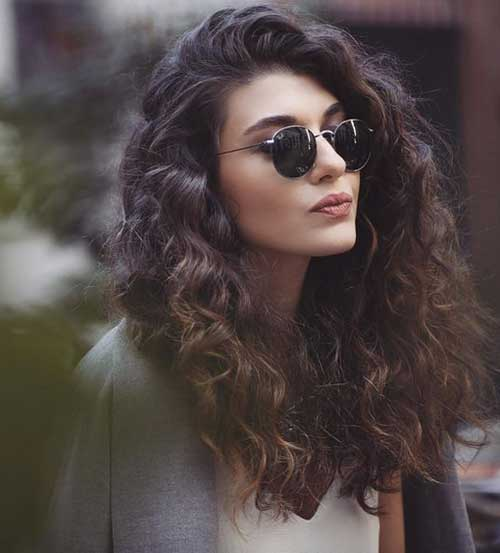 For a trip you make this Curly Hairstyle