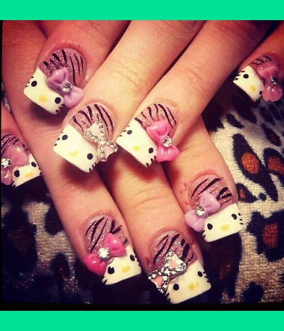 Girlish giraffe paint Hello kitty nail art