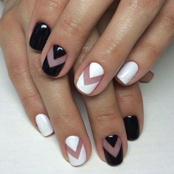 Latest Black & white Chevron design nail art