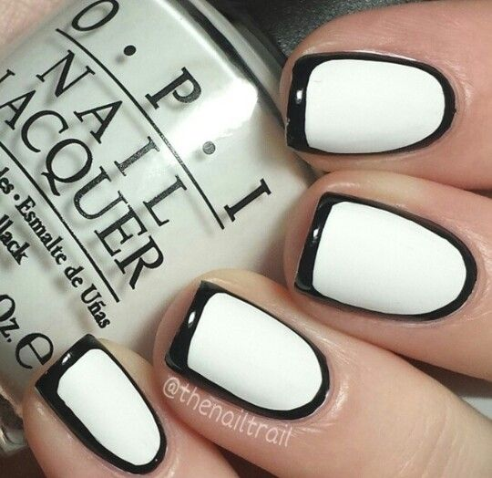 Mind blowing black outline Contrast nail art