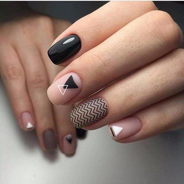 Original black zigzag Classy nail art