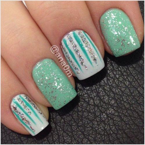 Original blue and white Christmas design Three color nail art
