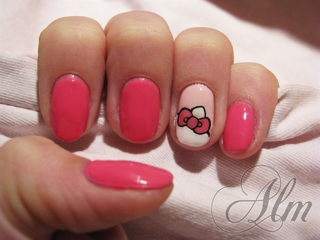Plane pink Hello kitty nail art