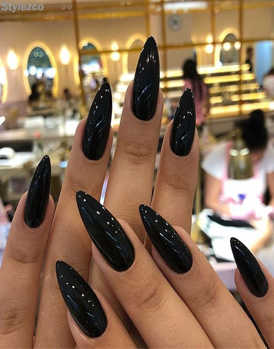 Pretty black design Edgy nail art