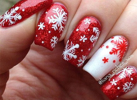 Red snow gel Christmas nail art