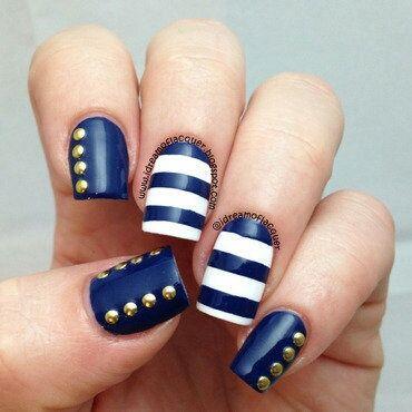 Stylish blue white design Stripe nail art