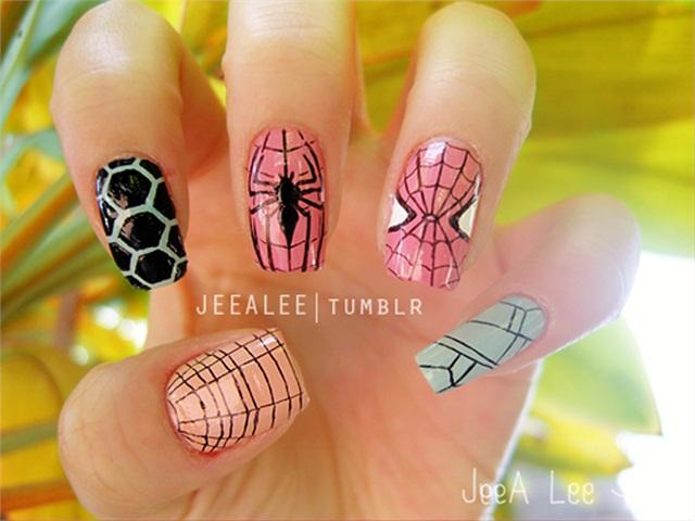 Stylish spider Animal print nail art