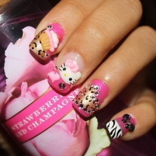 Wounderful pink Hello kitty nail art