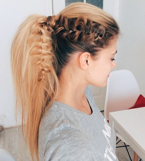 Beautiful side design Ponytail hairstyle