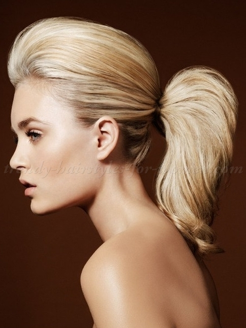 Simple style look for girls Ponytail hairstyle