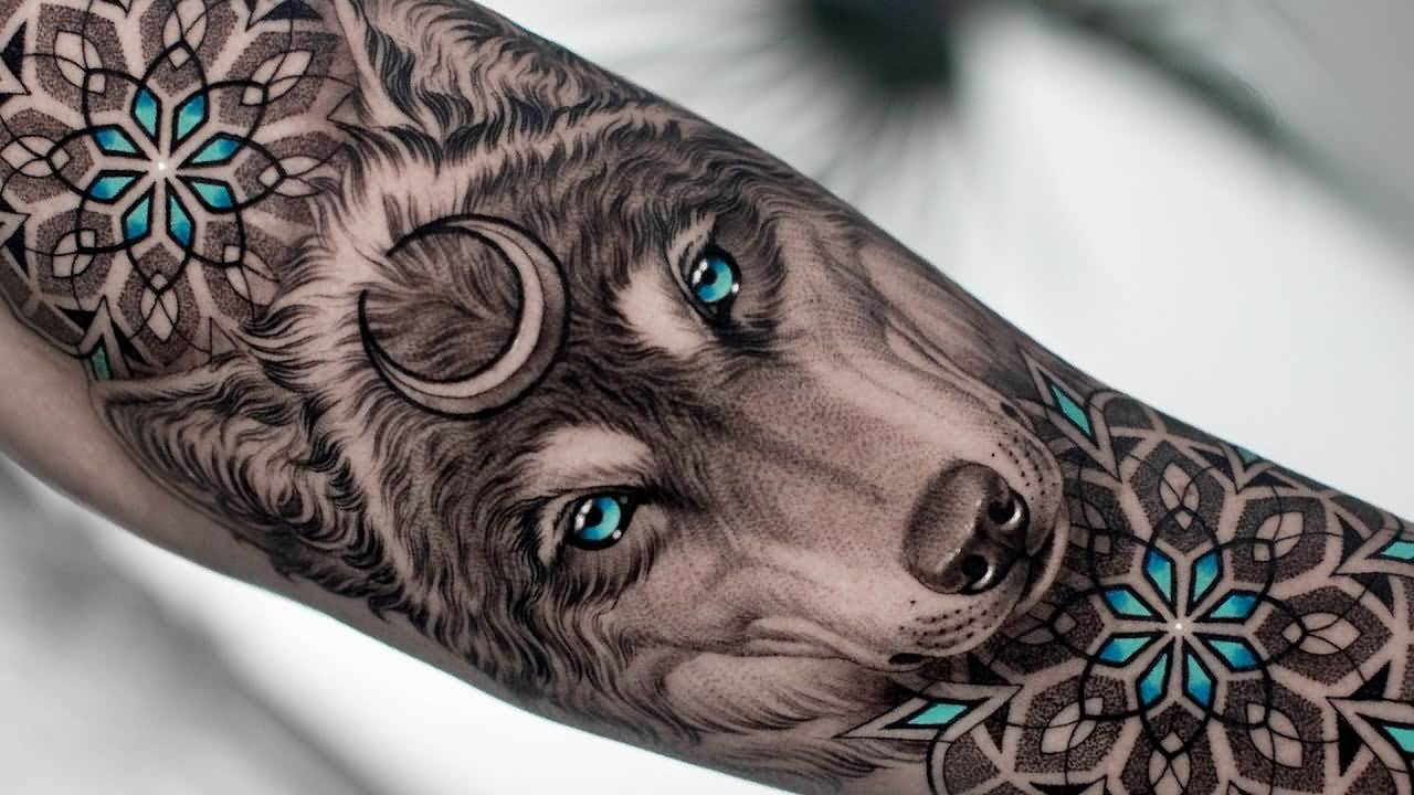 Attractive Wolf Tattoo Idea For Arm