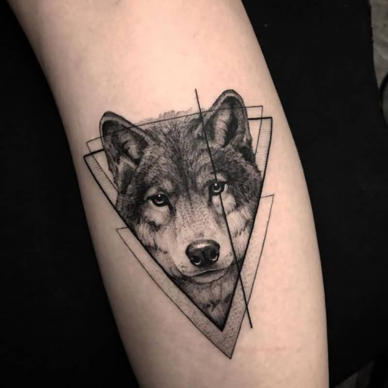 Mind Blowing Wolf Tattoo Art On Calf